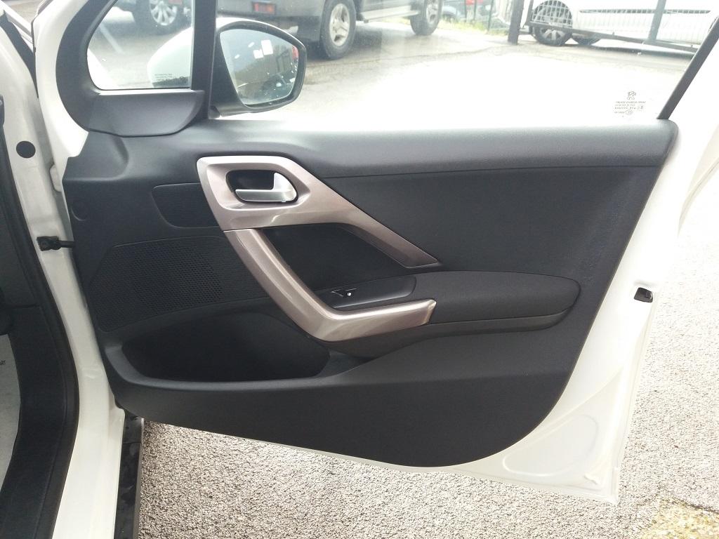 Peugeot 2008 1.2 VTi 82 cv Active (24)