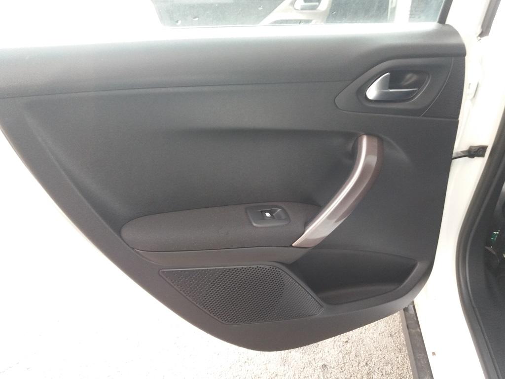 Peugeot 2008 1.2 VTi 82 cv Active (9)