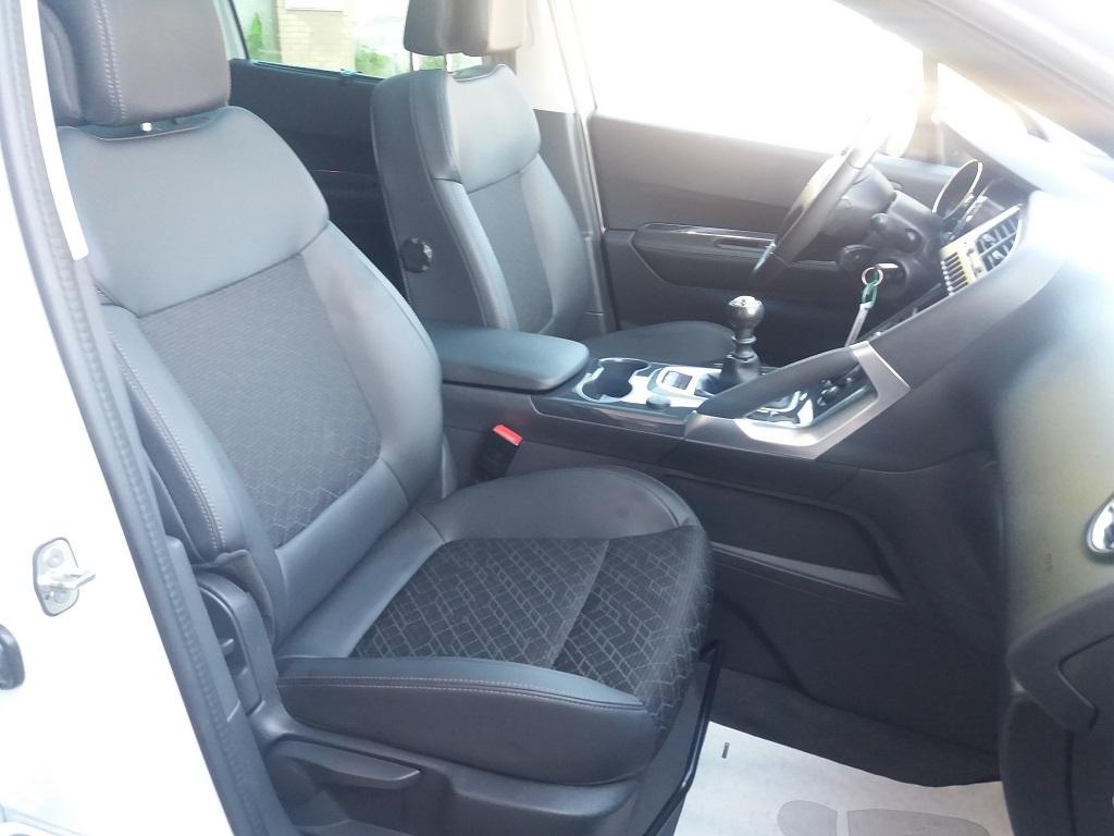 Peugeot 3008 BlueHDi 120 S&S Allure (44)