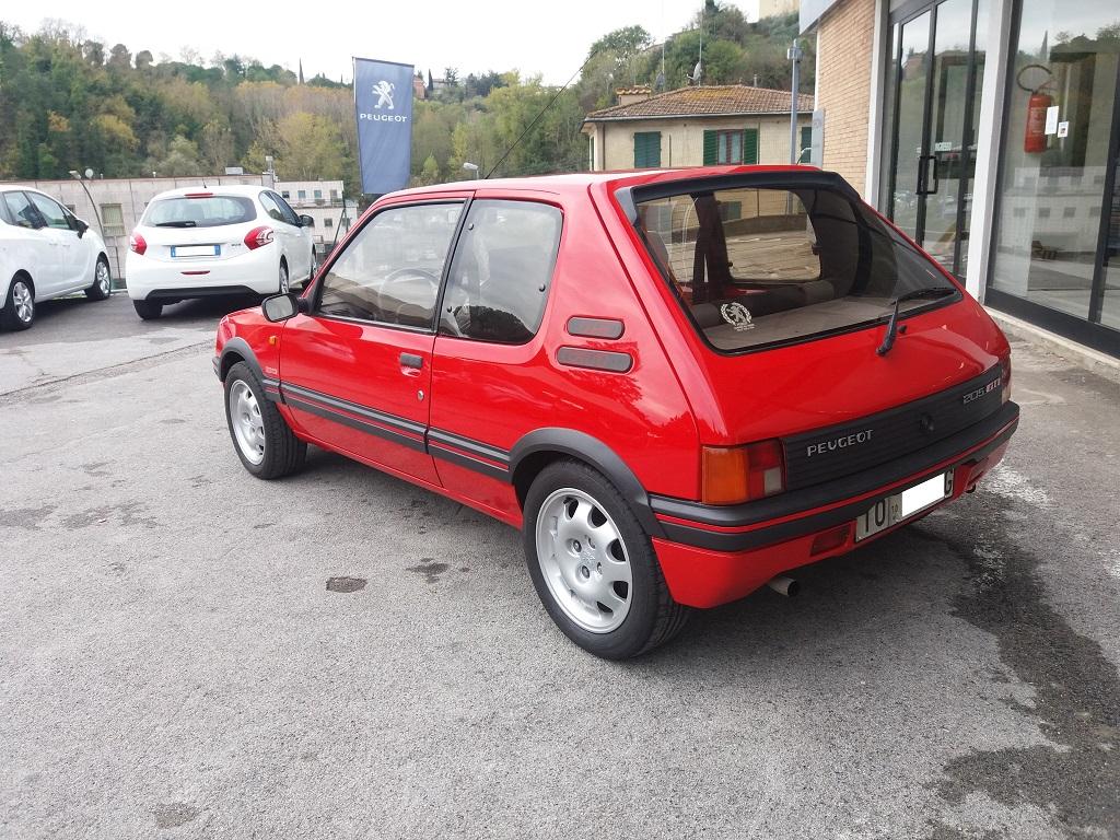 Peugeot 205 1.9 GTI 130 cv (3)