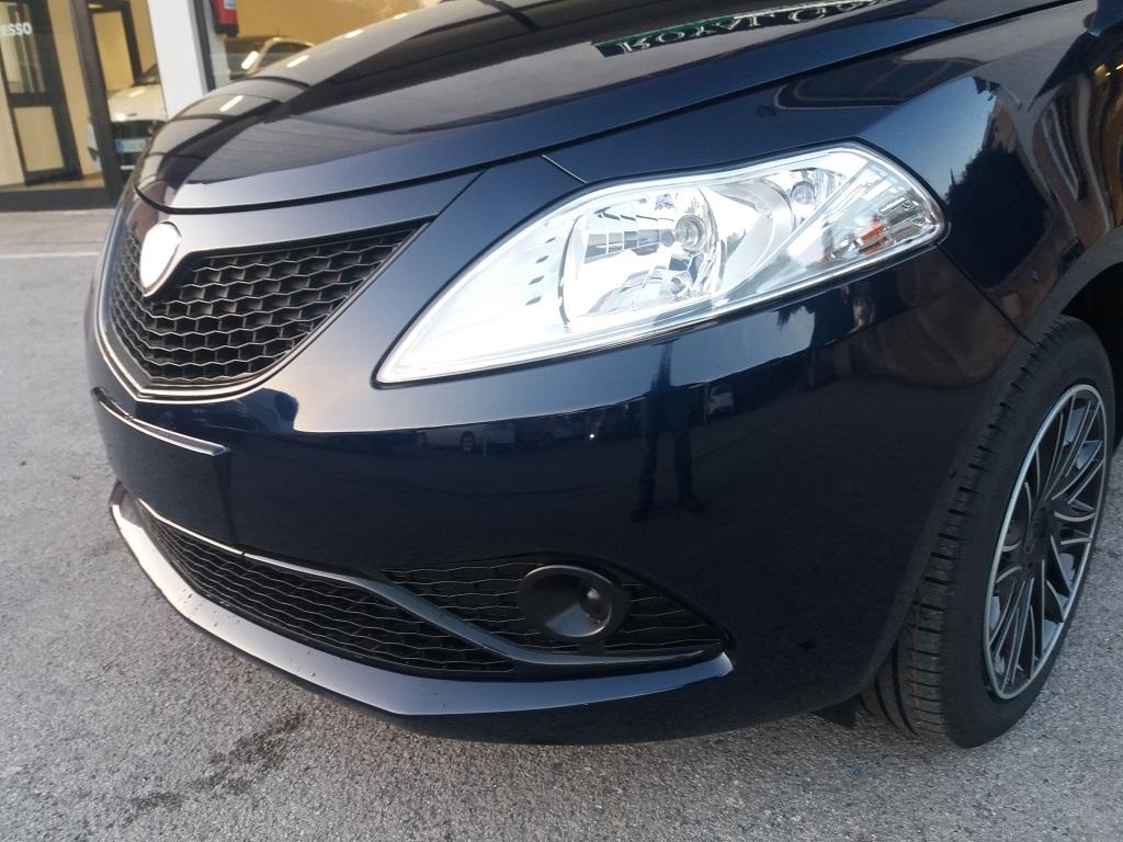 Lancia Ypsilon 1.2 69 cv Gold (30)