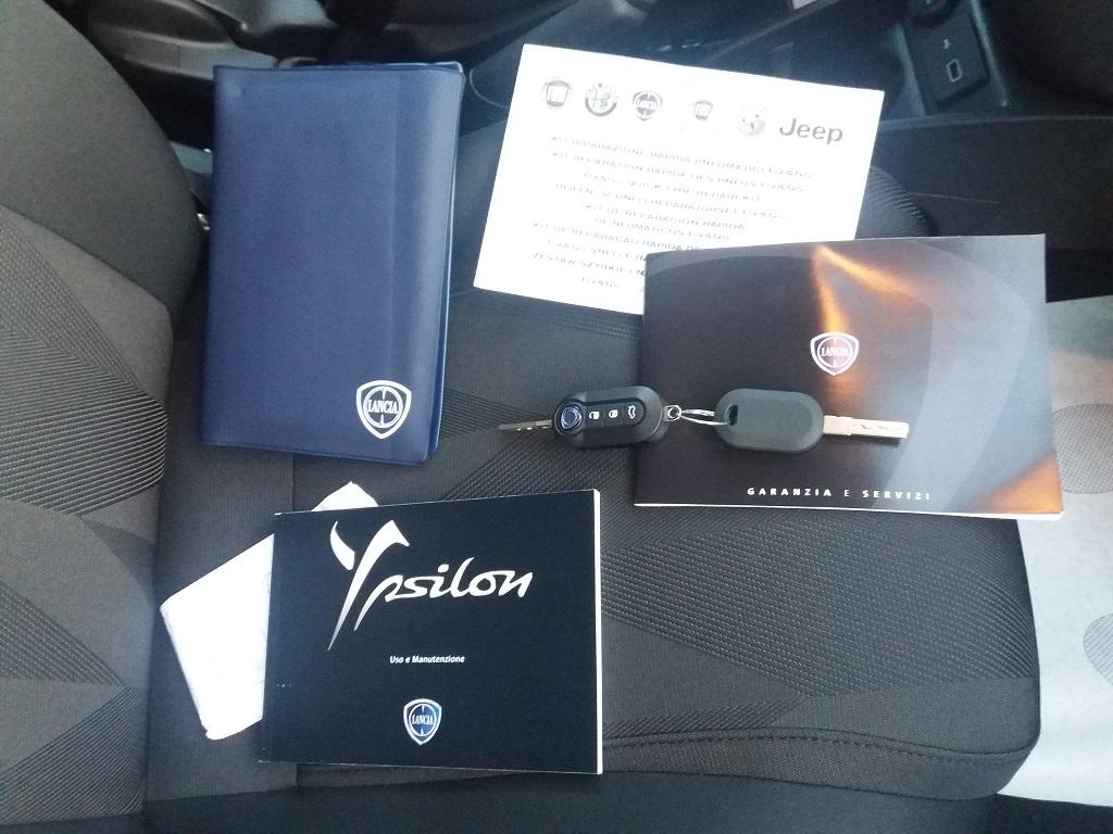 Lancia Ypsilon 1.2 69 cv Gold (31)