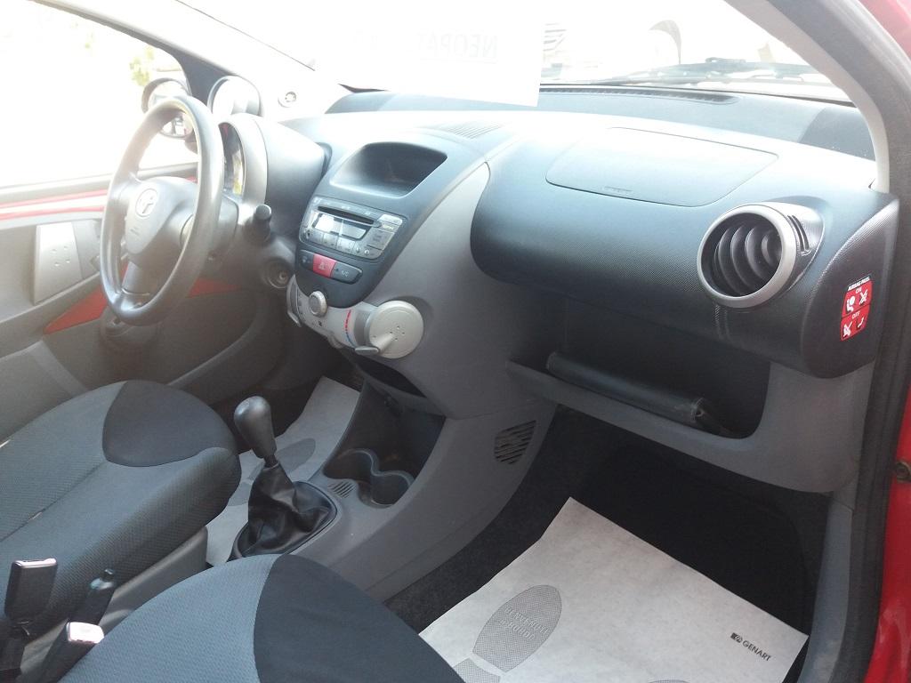 Toyota Aygo 1.4 D-4D 3p Sol (14)