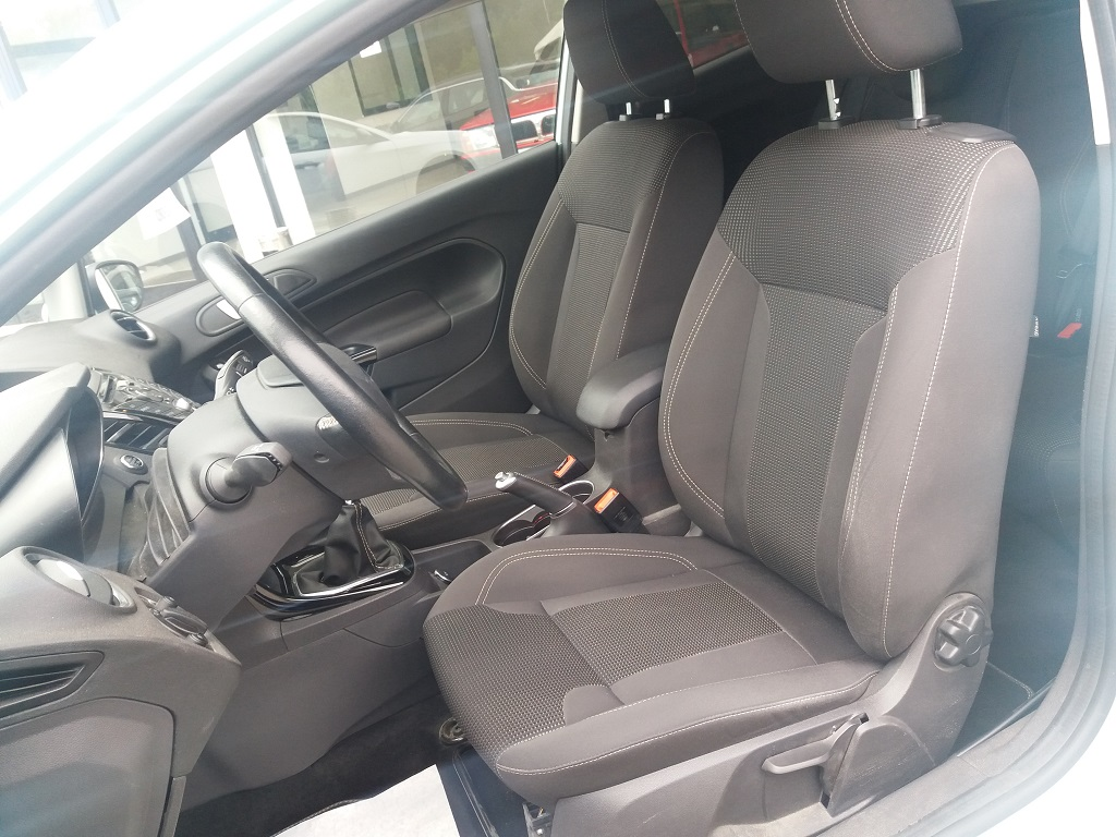 Ford Fiesta 1.5 TDCi 95 cv 3p Titanium (11)