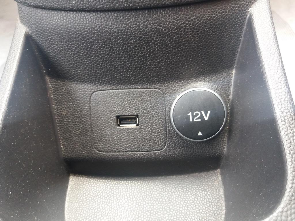 Ford Fiesta 1.5 TDCi 95 cv 3p Titanium (18)