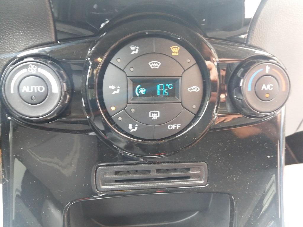 Ford Fiesta 1.5 TDCi 95 cv 3p Titanium (19)