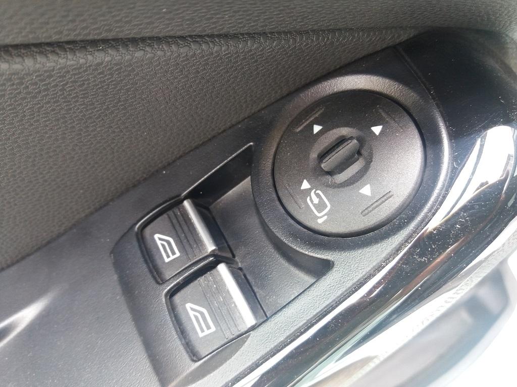 Ford Fiesta 1.5 TDCi 95 cv 3p Titanium (29)