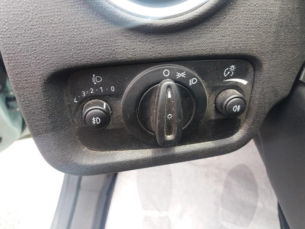 Ford Fiesta 1.5 TDCi 95 cv 3p Titanium (30)