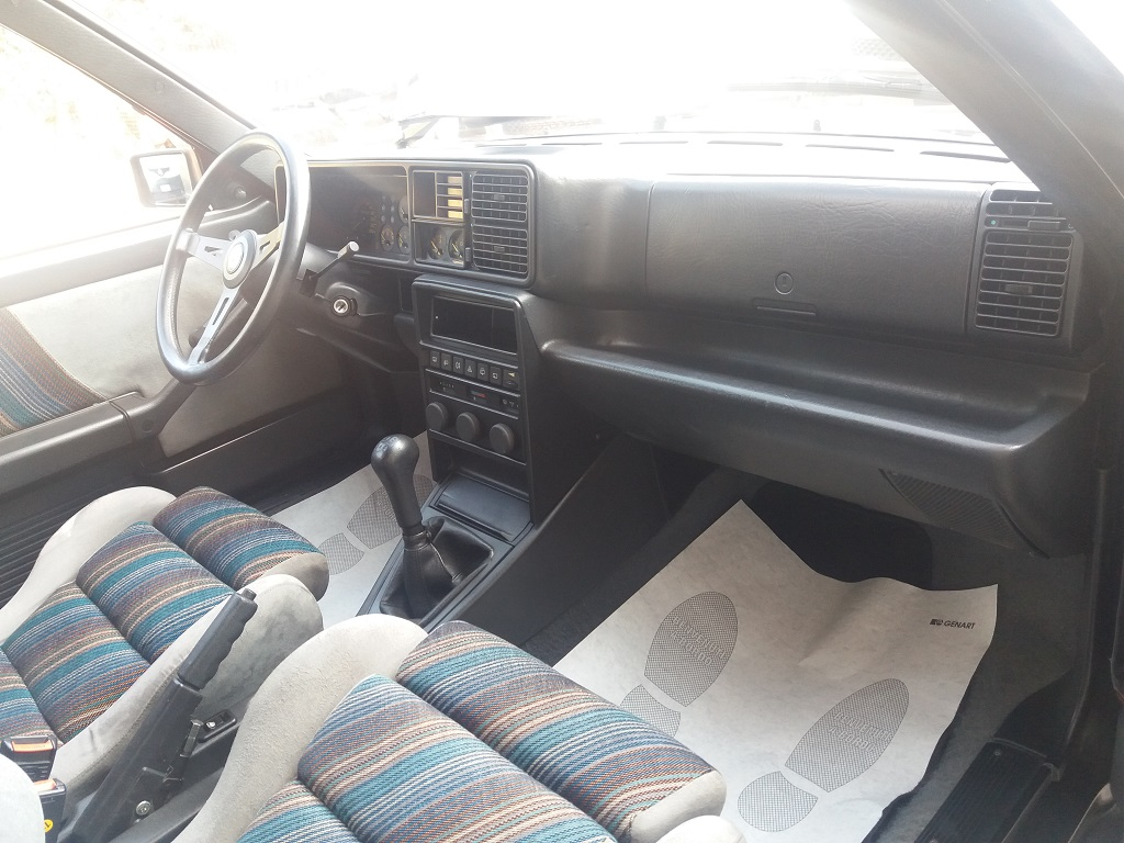 Lancia Delta HF Integrale 8v (18)