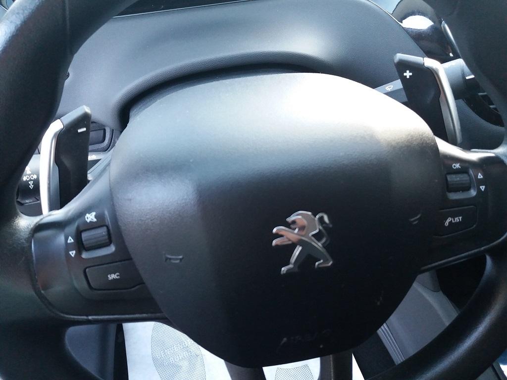 Peugeot 208 1.4 e-HDi 68 cv S&S robotizzato 5p Active (29)