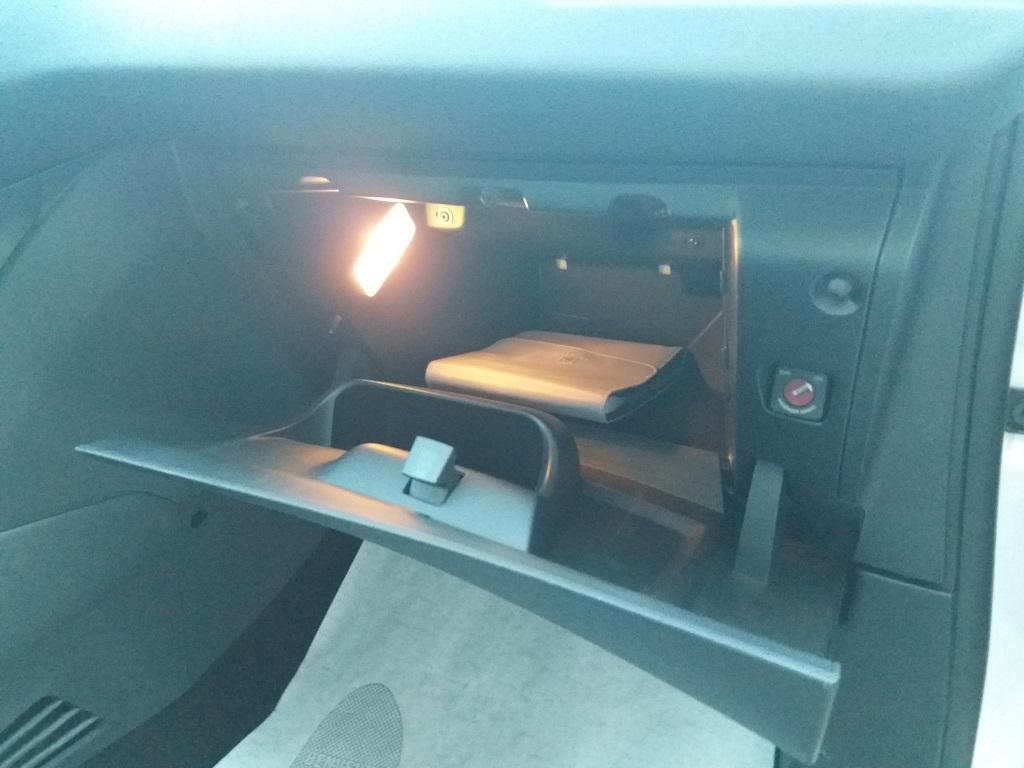 Peugeot 208 1.4 e-HDi 68 cv S&S robotizzato 5p Active (41)
