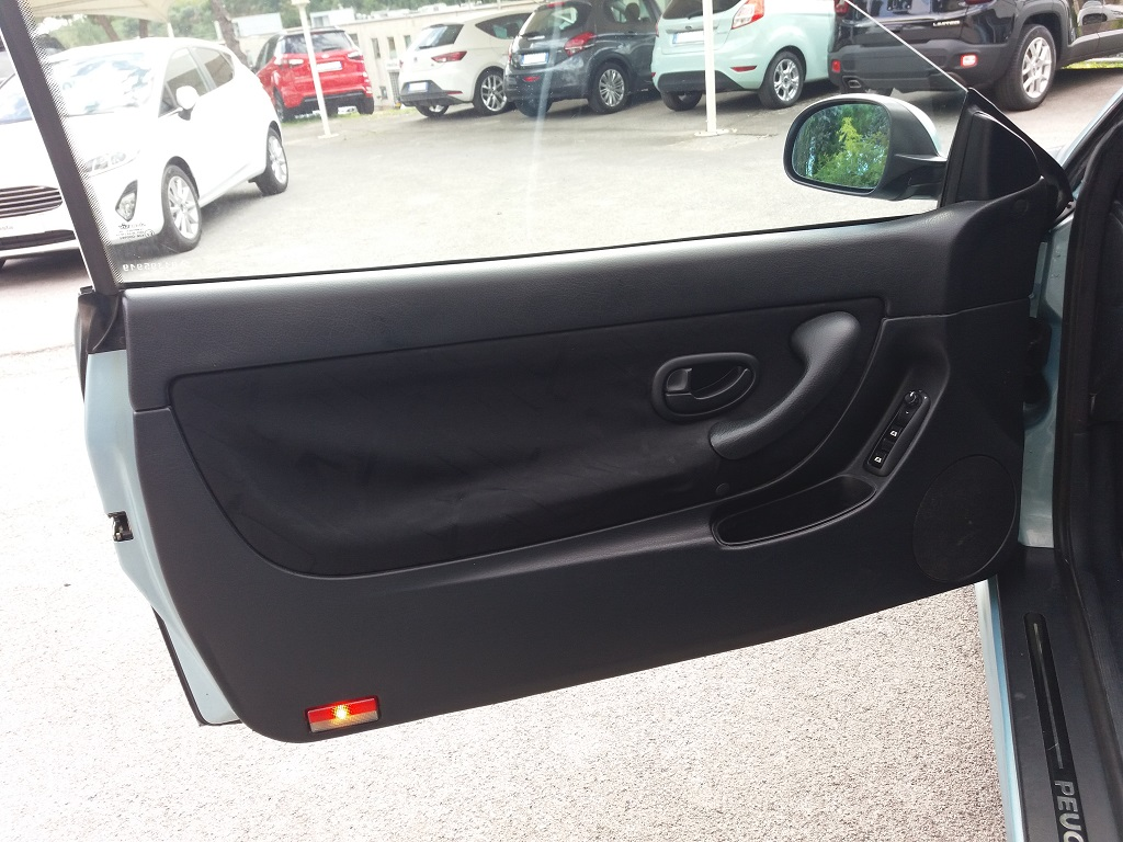 Peugeot 406 Coupé 2.2 16v HDi FAP (13)