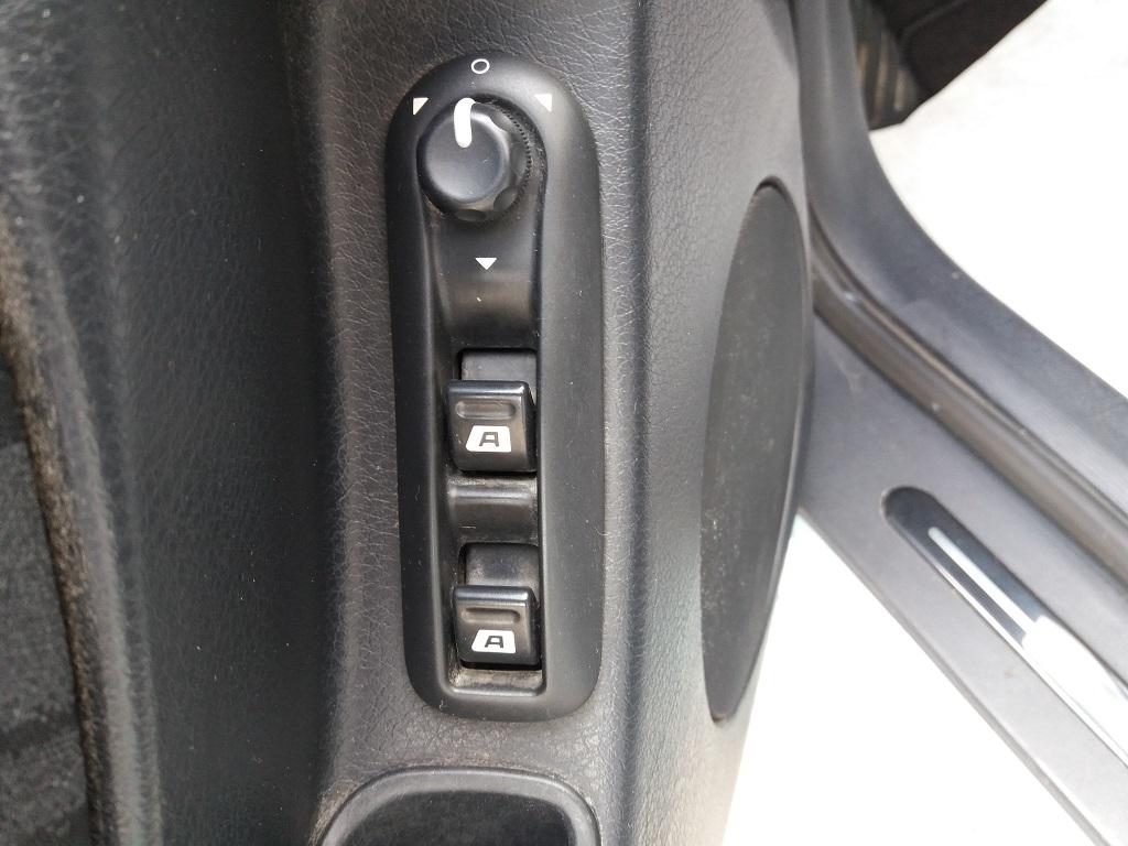 Peugeot 406 Coupé 2.2 16v HDi FAP (14)