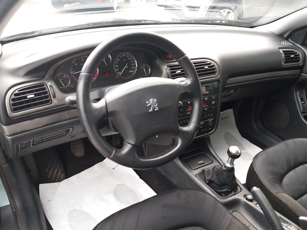Peugeot 406 Coupé 2.2 16v HDi FAP (9)