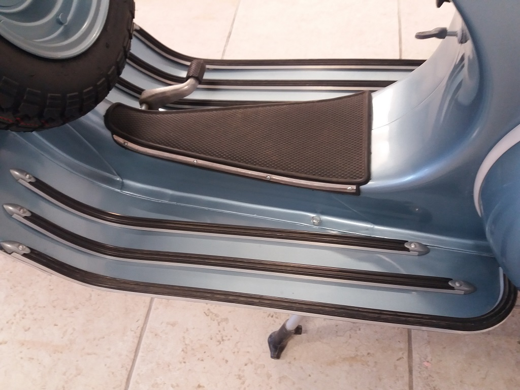 Piaggio Vespa 150 (VBA1T) (11)