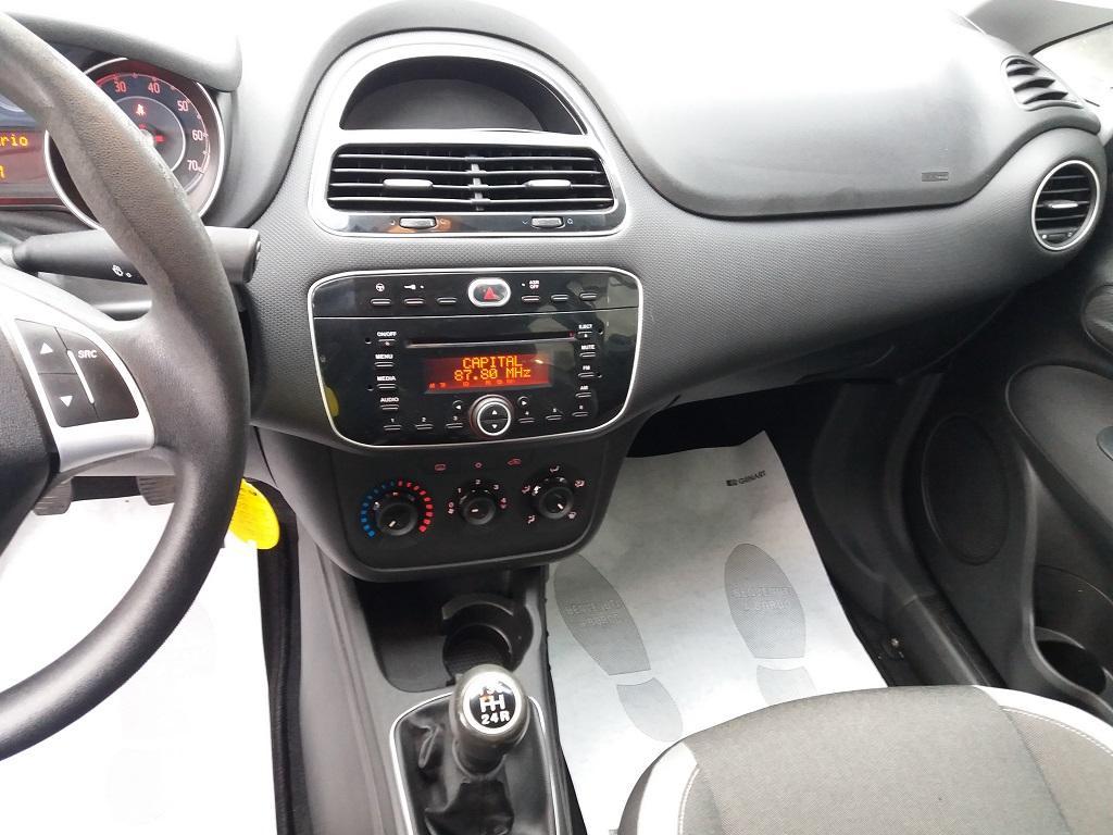 Fiat Punto 1.3 MJT II 75 cv 5p Easy (10)