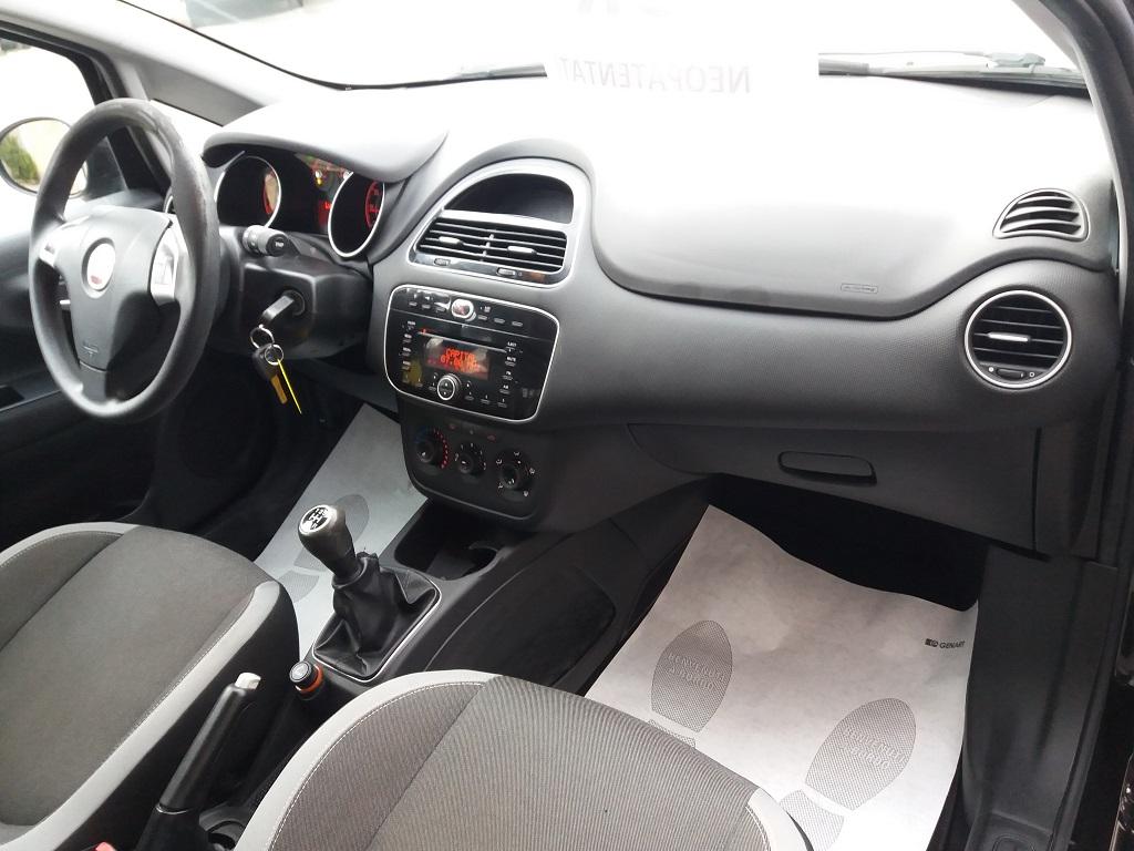 Fiat Punto 1.3 MJT II 75 cv 5p Easy (14)