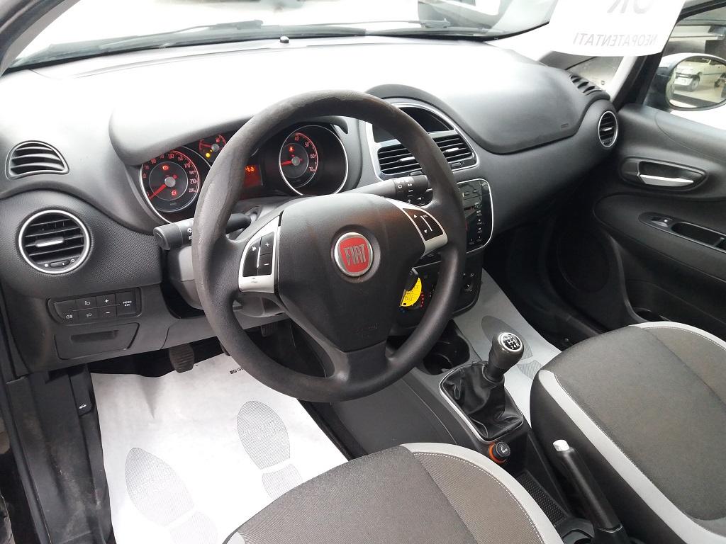 Fiat Punto 1.3 MJT II 75 cv 5p Easy (9)