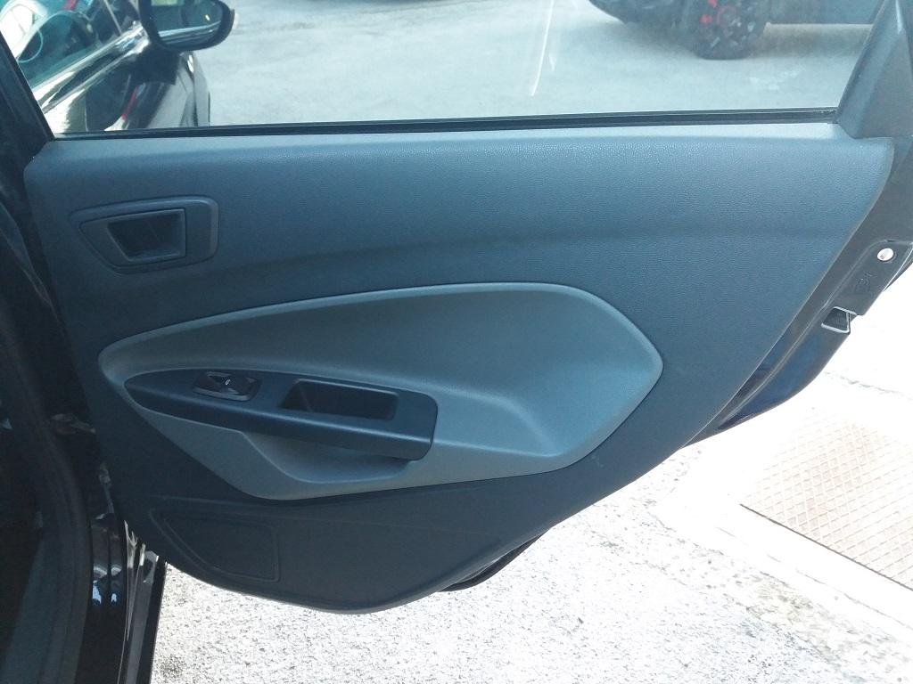 Ford Fiesta Titanium 1.4 5p GPL (19)