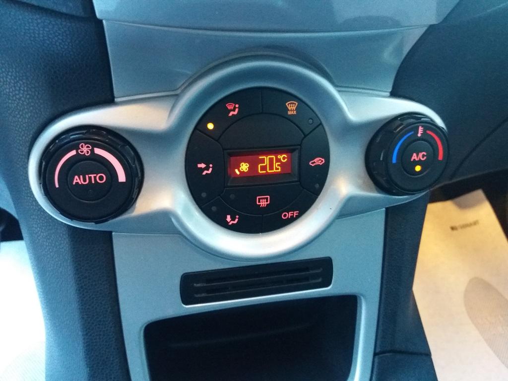 Ford Fiesta Titanium 1.4 5p GPL (23)