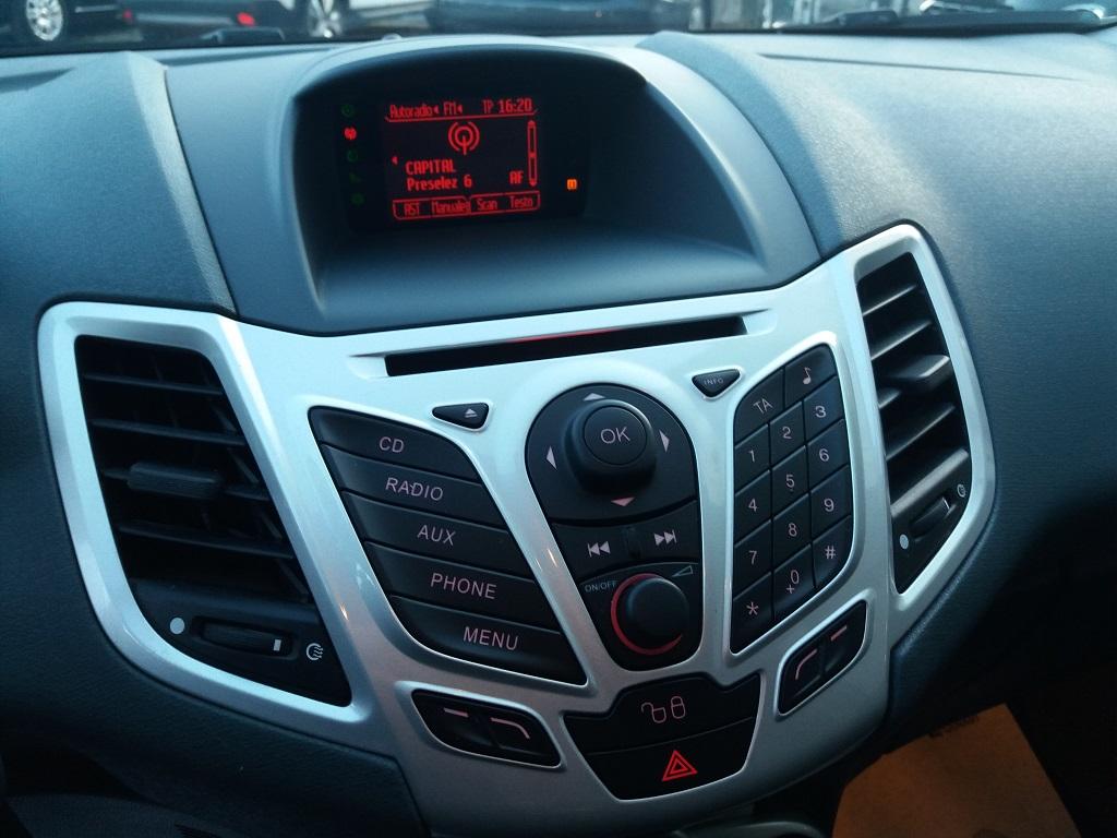 Ford Fiesta Titanium 1.4 5p GPL (24)