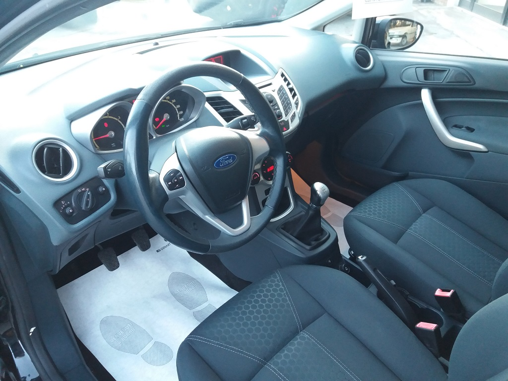 Ford Fiesta Titanium 1.4 5p GPL (9)