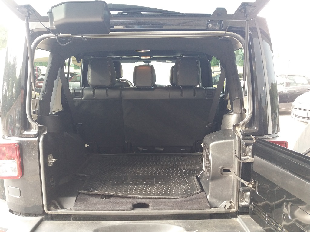 Jeep Wrangler Unlimited 2.8 CRD DPF Sahara Aut (14)