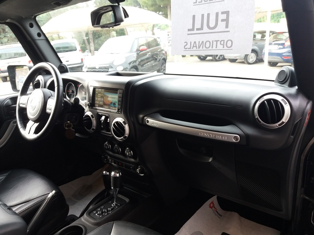 Jeep Wrangler Unlimited 2.8 CRD DPF Sahara Aut (15)