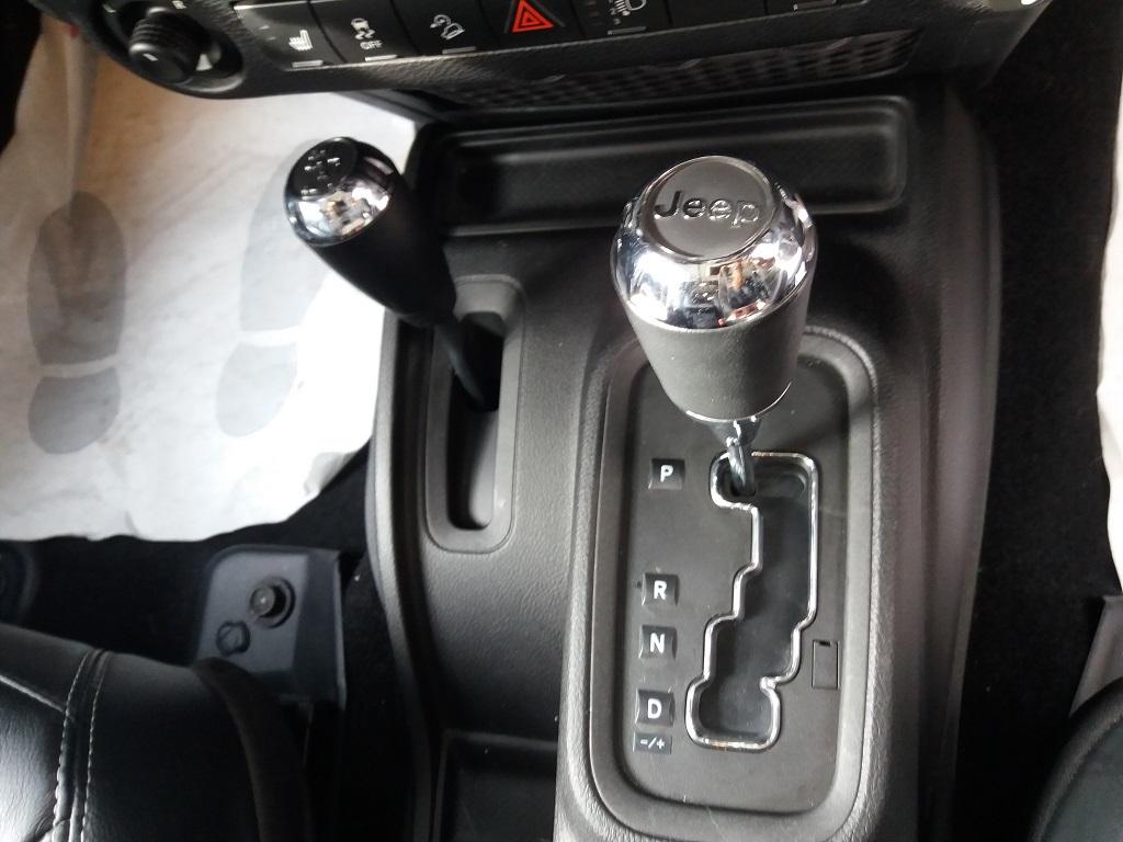 Jeep Wrangler Unlimited 2.8 CRD DPF Sahara Aut (29)