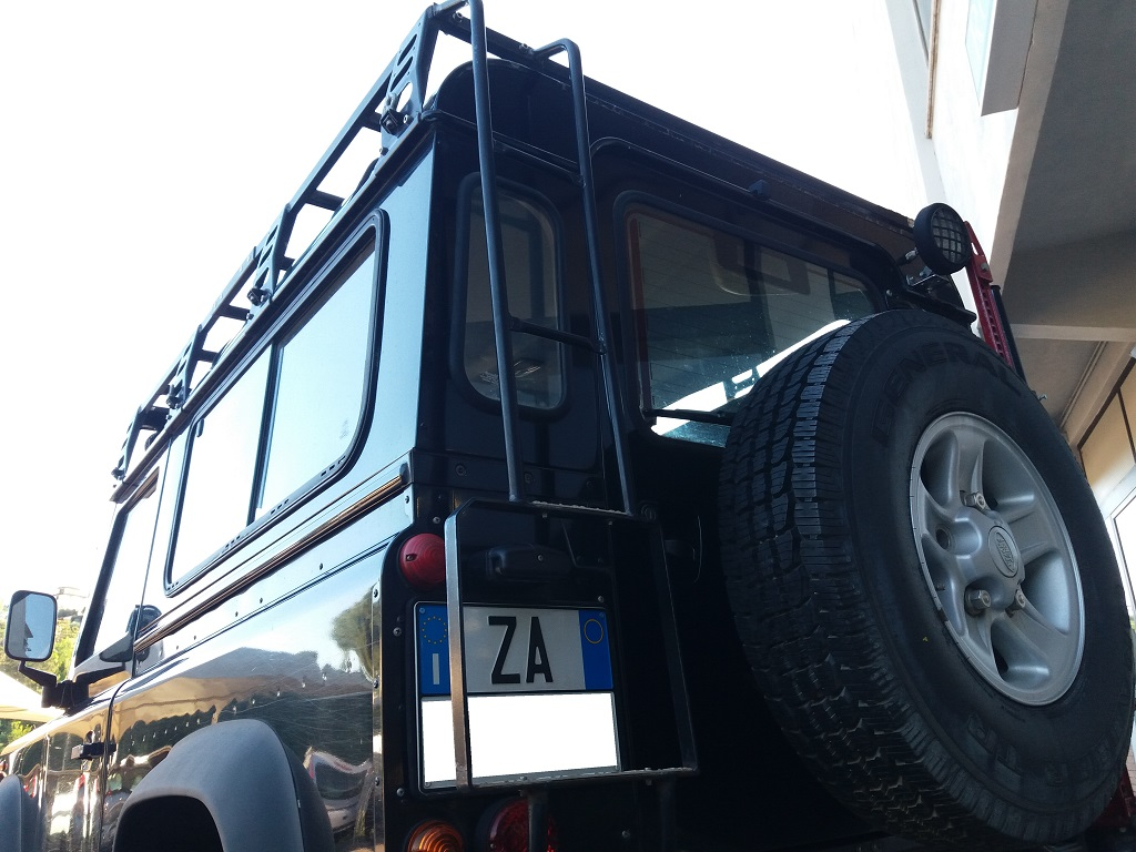 Land Rover Defender 90 2.5 Td5 Station Wagon E (32)