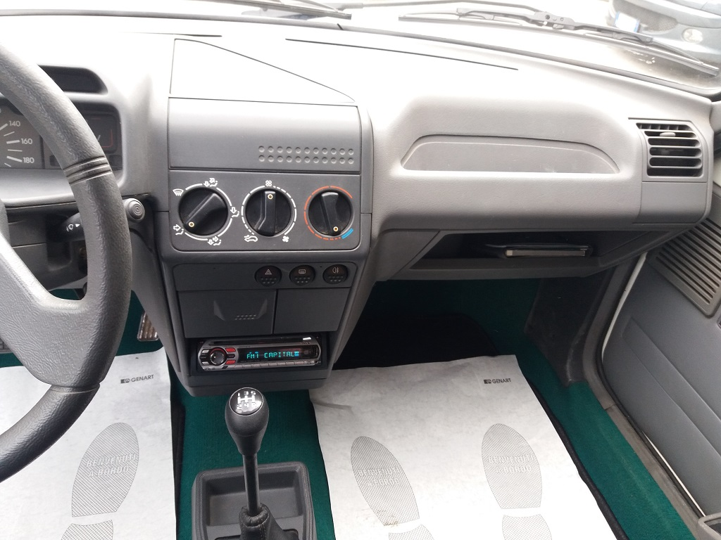 Peugeot 205 1.1i cat 5p Color Line (10)