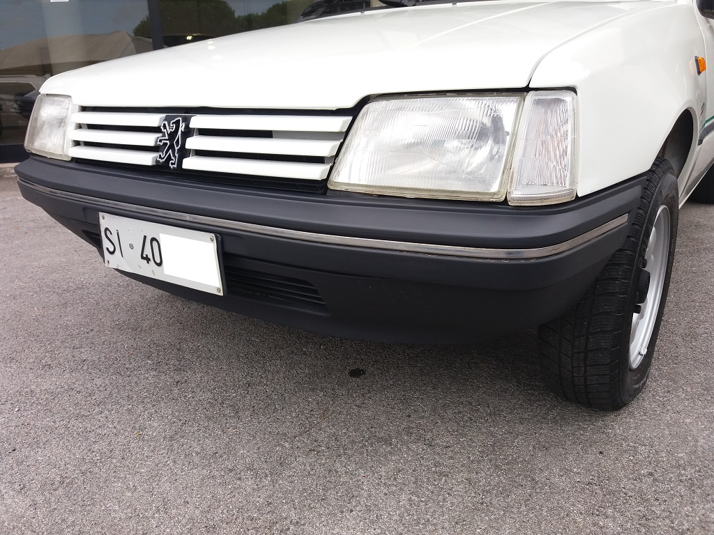 Peugeot 205 1.1i cat 5p Color Line (31)