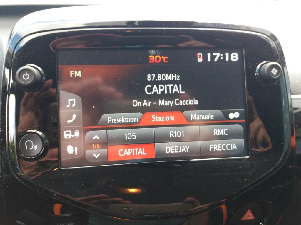 Toyota Aygo Connect 1.0 VVT-i 72 cv 5p X-Cite (15)