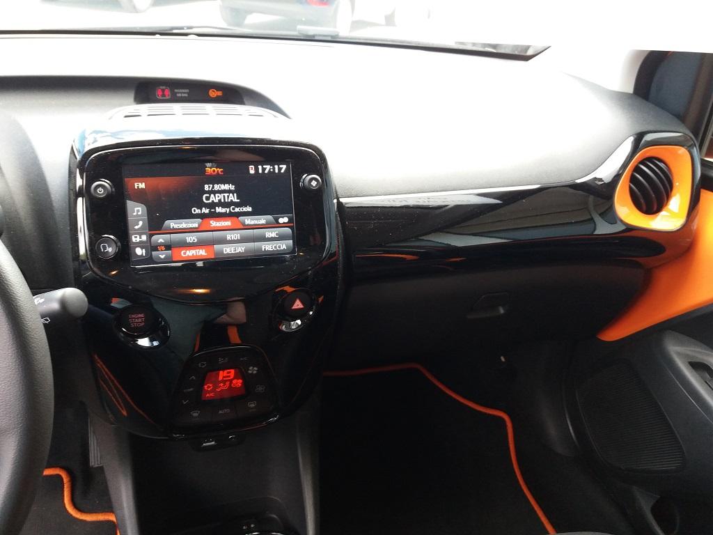 Toyota Aygo Connect 1.0 VVT-i 72 cv 5p X-Cite (9)