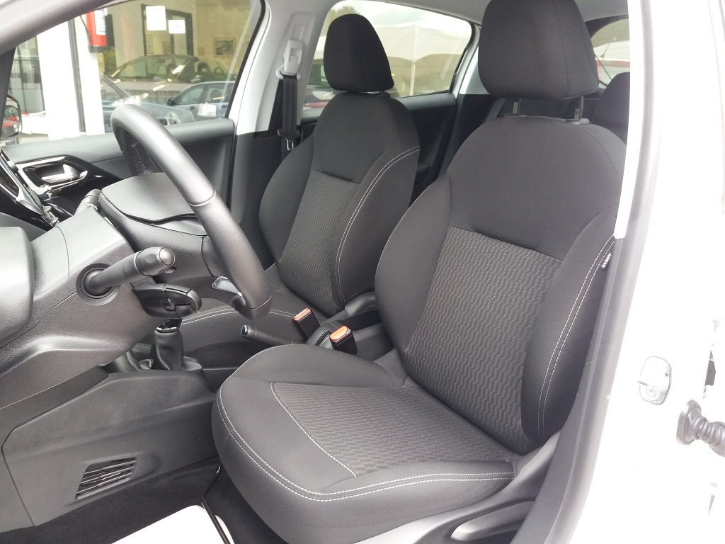 Peugeot 208 PureTech 82 5p Active (17)