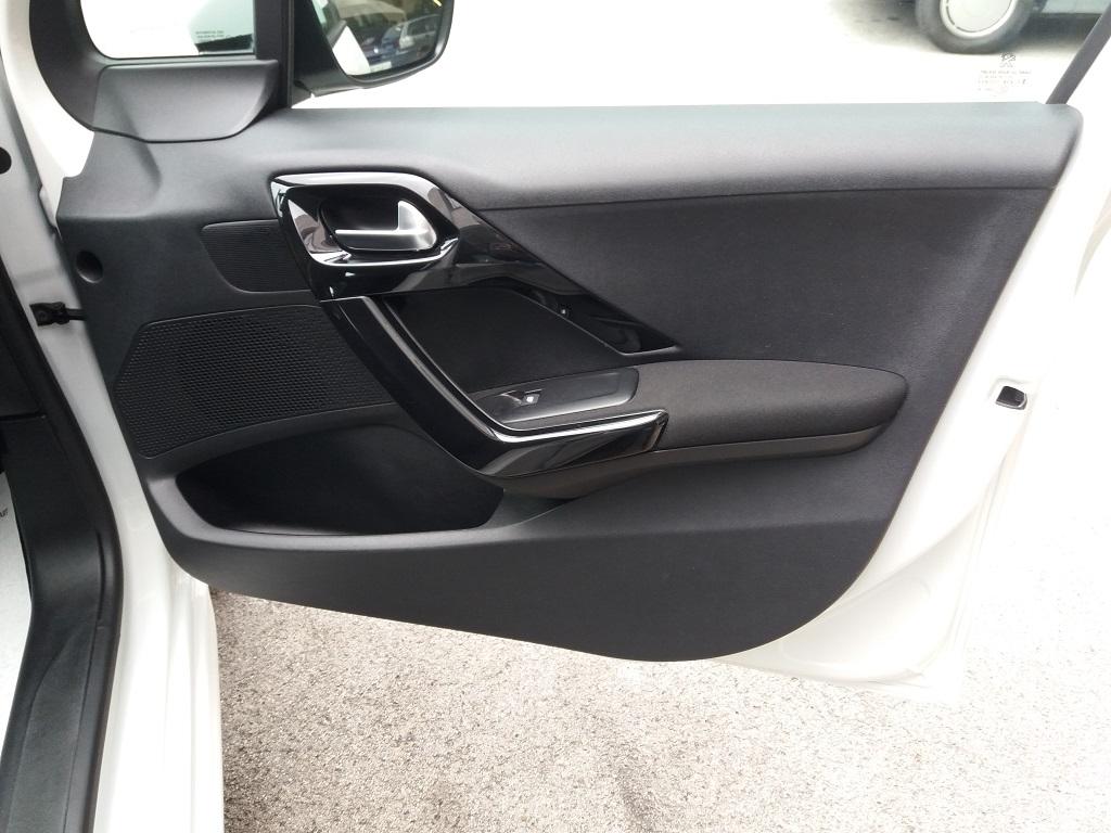 Peugeot 208 PureTech 82 5p Active (23)