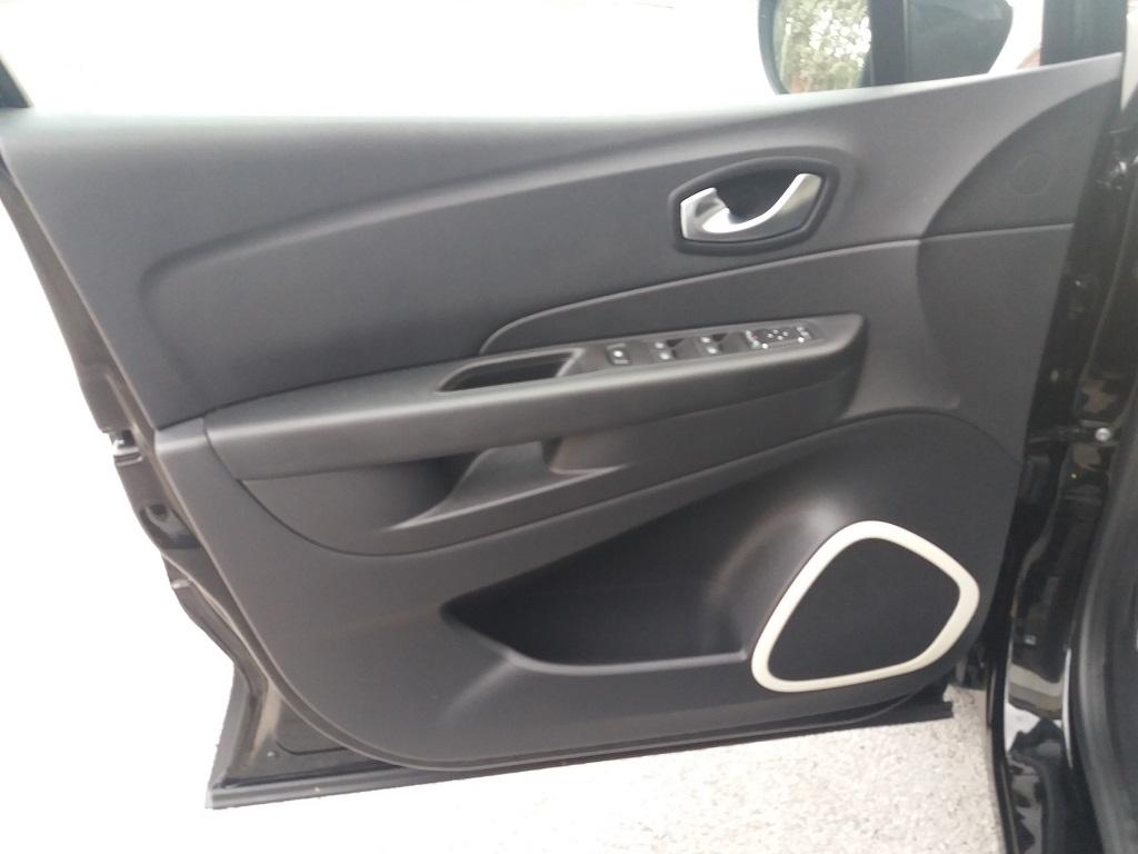 Renault Captur dCi 8v 90 cv S&S ZEN Energy (15)