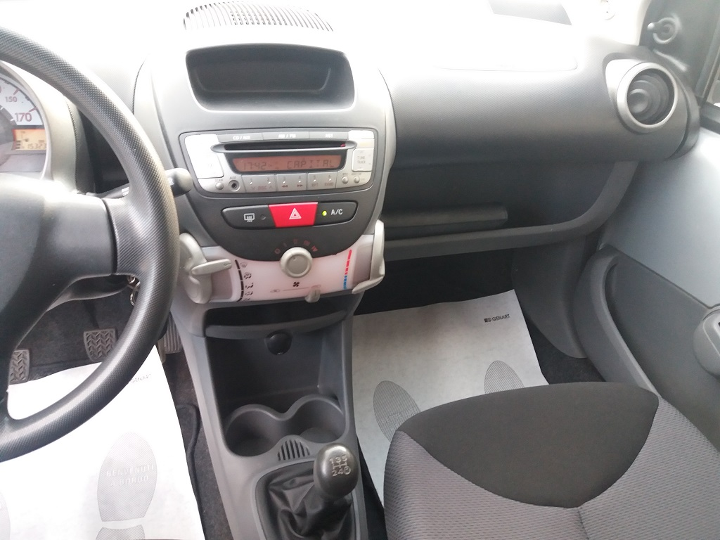 Toyota Aygo 1.4 Turbodiesel 5p Sol (10)