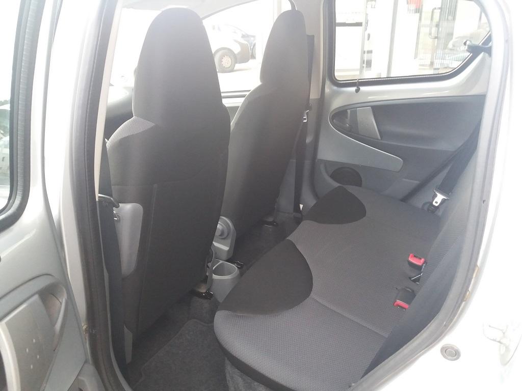 Toyota Aygo 1.4 Turbodiesel 5p Sol (17)