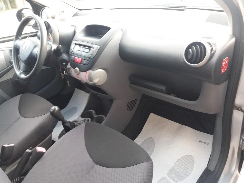 Toyota Aygo 1.4 Turbodiesel 5p Sol (21)
