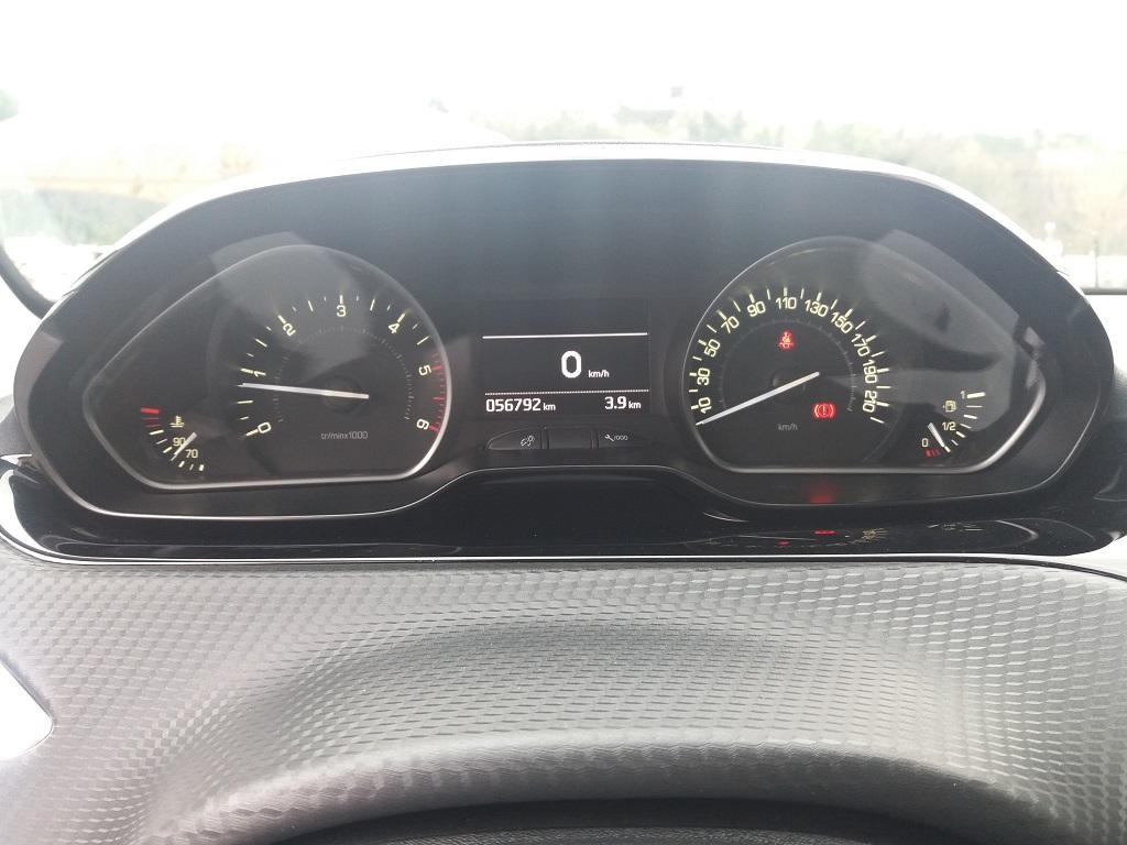 Peugeot 208 BlueHDi 100 5p Allure (13)