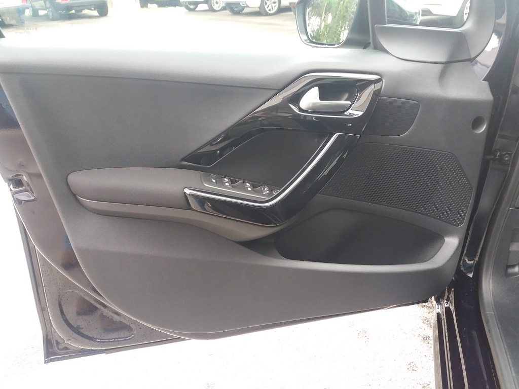 Peugeot 208 BlueHDi 100 5p Allure (16)