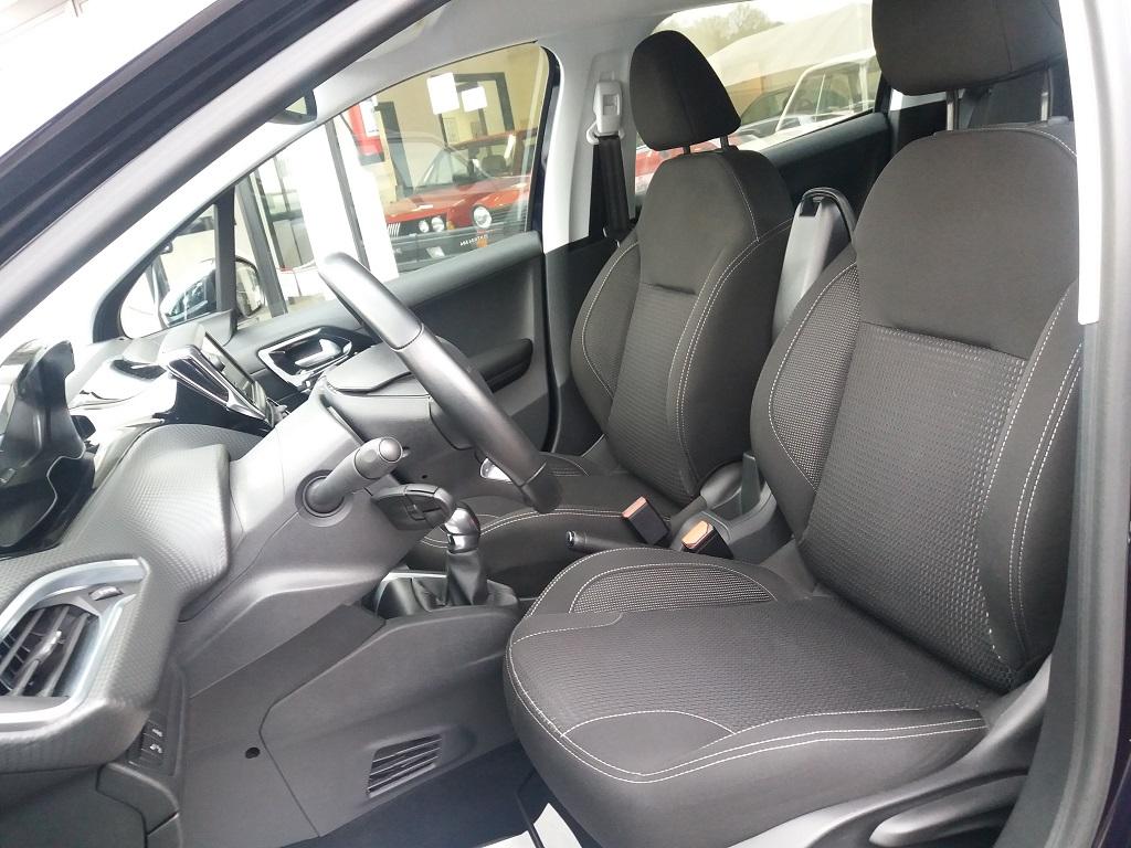 Peugeot 208 BlueHDi 100 5p Allure (17)