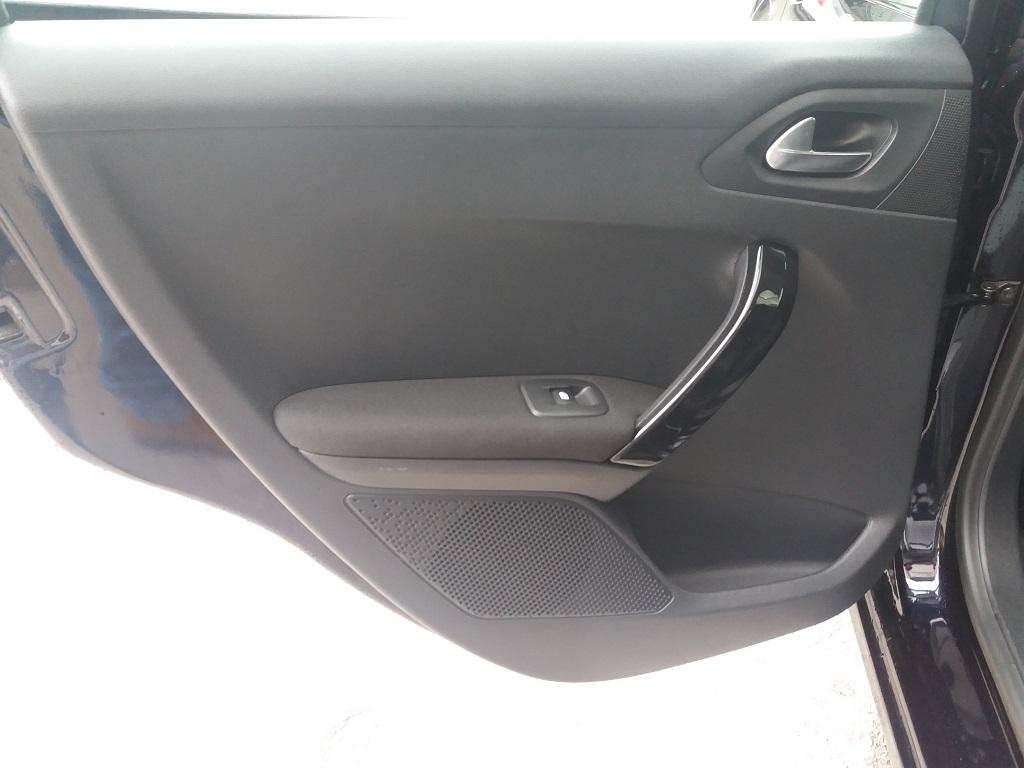 Peugeot 208 BlueHDi 100 5p Allure (19)