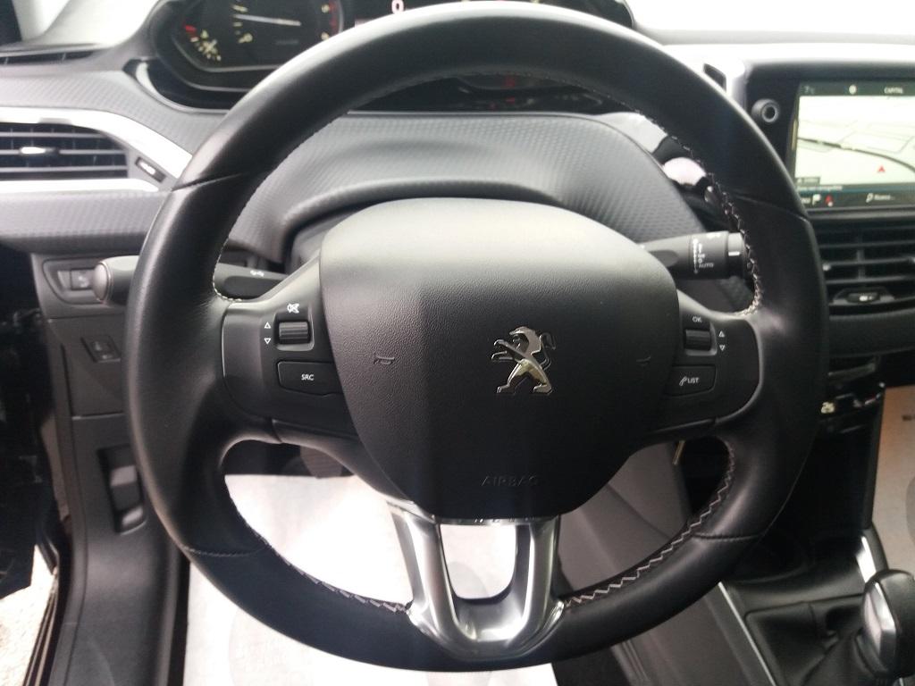 Peugeot 208 BlueHDi 100 5p Allure (22)