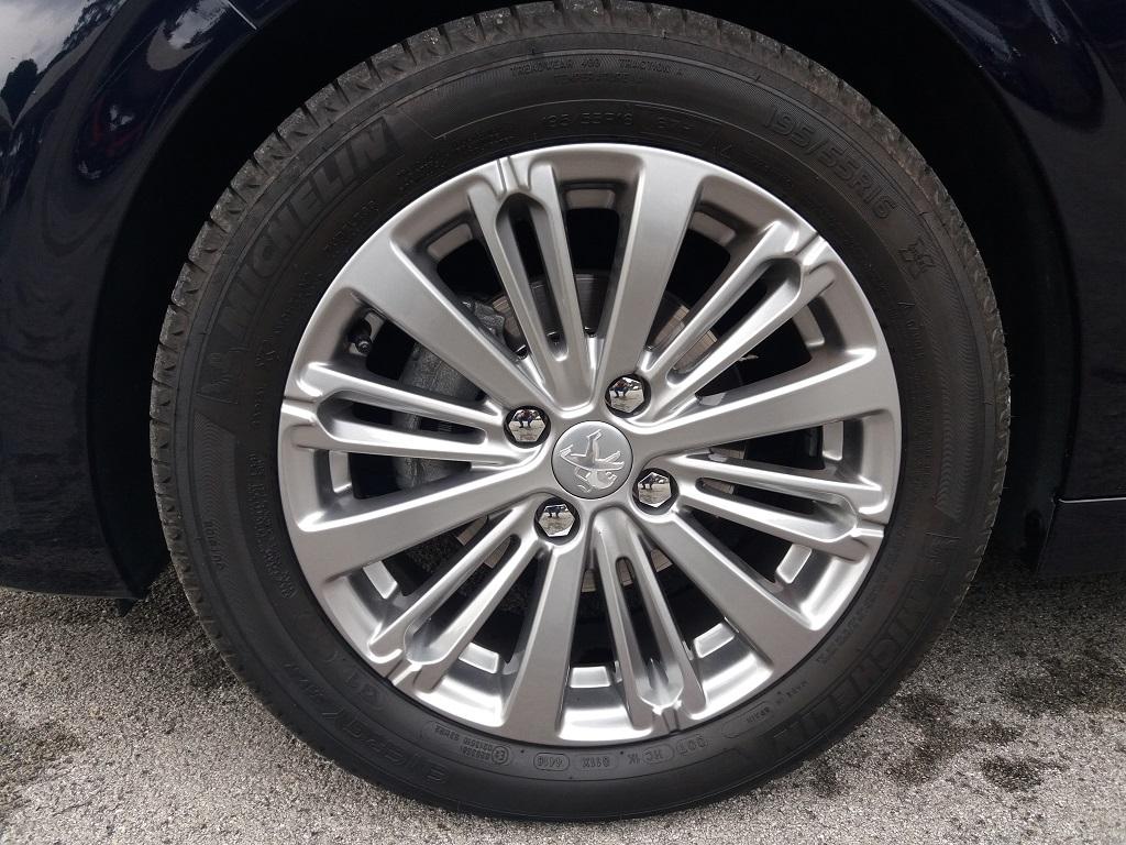Peugeot 208 BlueHDi 100 5p Allure (27)