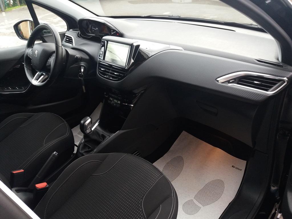 Peugeot 208 BlueHDi 100 5p Allure (33)