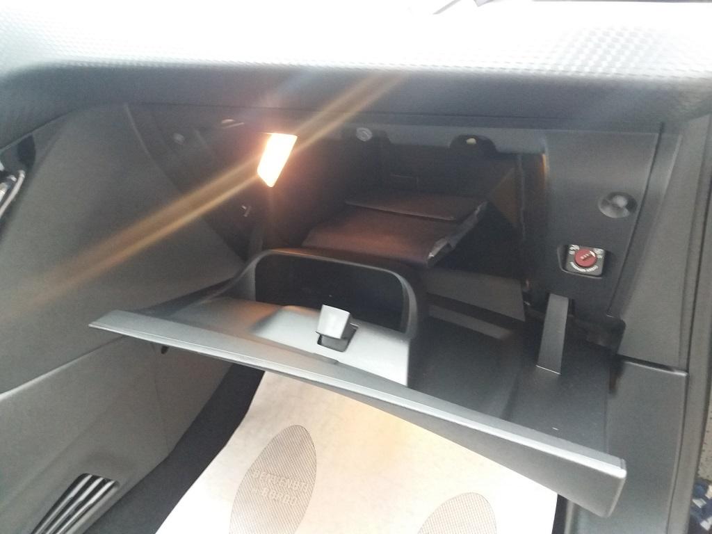 Peugeot 208 BlueHDi 100 5p Allure (44)