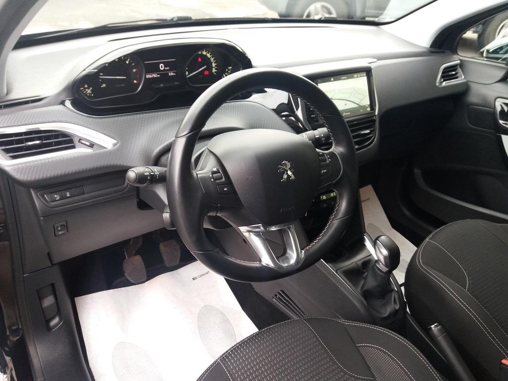 Peugeot 208 BlueHDi 100 5p Allure (9)