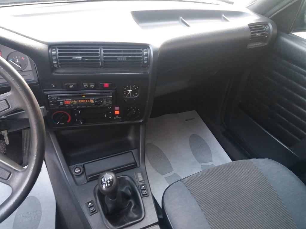 BMW 320i Touring E30 (10)